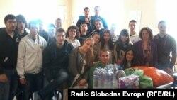 Ученици од Охрид донираат помош за настраданите во поплавите во Србија и БиХ.