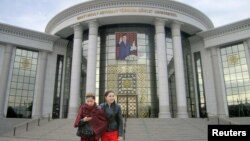 Туркменский Государственный Университет, Ашхабад.