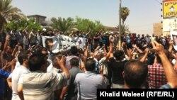متظاهرون في بغداد يطالبون بتحسين واقع الخدمات