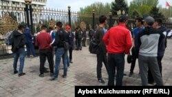 Митинг жителей Тогуз-Тороуского района. Бишкек, 17 апреля 2018 года.