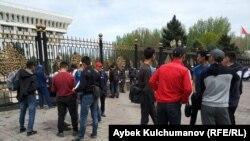 Бишкектеги митингчилер.