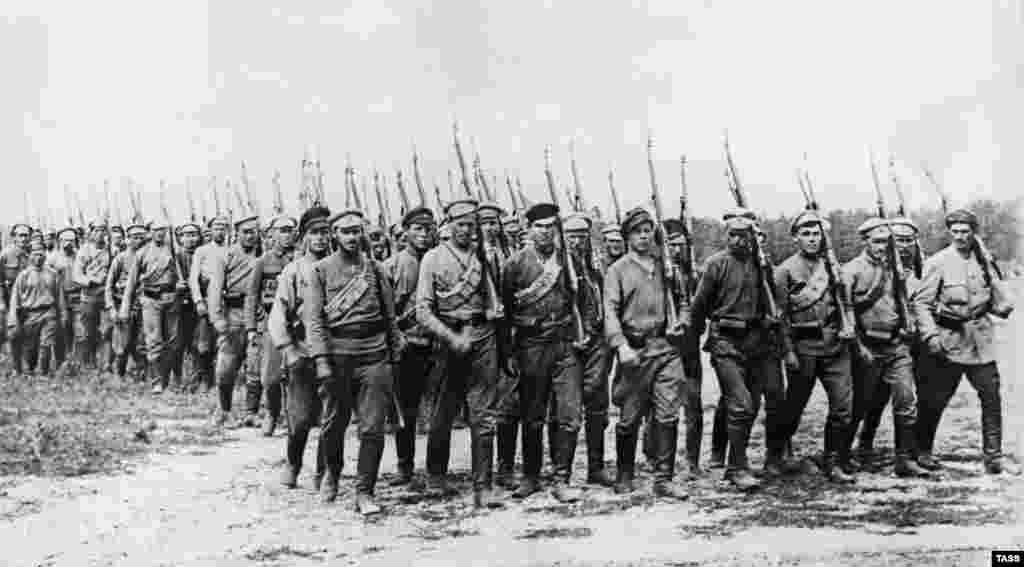 A detachment of Red Army soldiers marches to the front lines during the Russian Civil War in 1919.