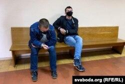 Сьведкі-міліцыянты Павал Раманаў (зьлева) і Анатоль Абрамчук