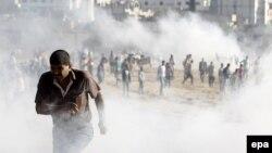 Kürd etirazçılarının türk polisi və əsgərləri ilə qarşıdurması. Türkiyə,Şanlıurfa