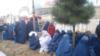 """Afg'onistondagi """"Islom davlati"""" ekstremistik guruhidan ozod qilingan shibirg'onlik ayollarning bir guruhi."""