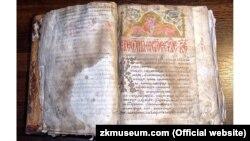 Королевське Євангеліє, переписане у 1401 році. Є визначною пам'яткою давньоукраїнської писемності. Було переписане на території сучасного селища Королева (Виноградівський район Закарпатської області). Зберігається в Закарпатському краєзнавчому музеї