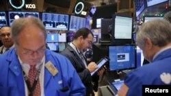 Трейдеры Нью-Йоркской фондовой биржи. Иллюстративное фото.