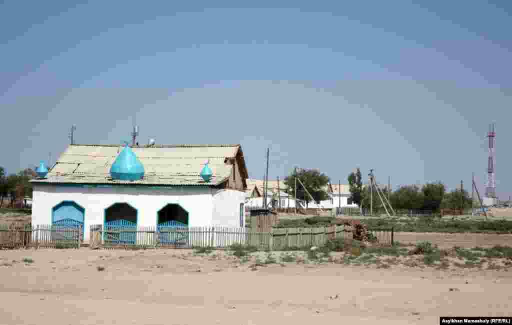 Көмекбаев ауылының мешіті.