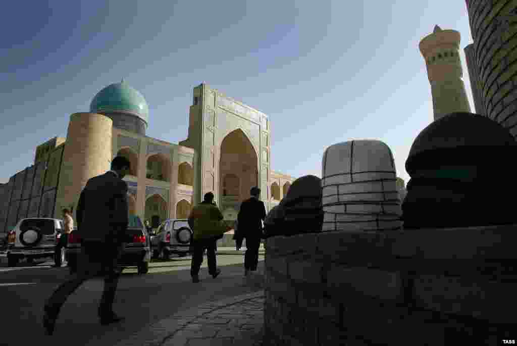 The Mir-i Arab madrasah in Bukhara, which is said to date back to the early 16th century