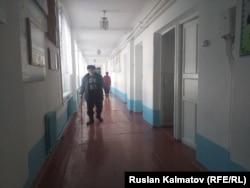 Казикан Тайшинов работает в школе №6 имени Михаила Ломоносова в городе Кок-Янгаке.