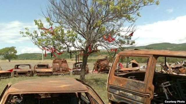 Burnt-out cars around Tskhinvali after last year's fighting (Photo: Tomas Polacek)