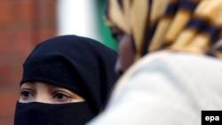 «Zənan» jurnalı İranda qadınlara qarşı təzyiqlər barədə məqalələr dərc edirdi
