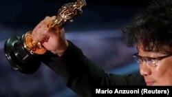 "Južnokorejski redatelj Bong Joon Ho osvojio je Oscara za najbolji film ""Parazit"" na 92. dodjeli Američke filmske nagrade, Los Angeles, 9. februar 2020."
