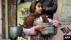 Հունաստան - Աֆղանստանից ներգաղթած աղջիկը Աթենքի աղքատ արվարձաններից մեկում, արխիվ