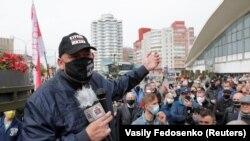 Белорусский оппозиционный блогер Сергей Тихановский на акции в Минске. 24 мая 2020 года.