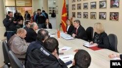Претседателот Ѓорге Иванов на средба со граѓани во Народната канцеларија во Скопје.