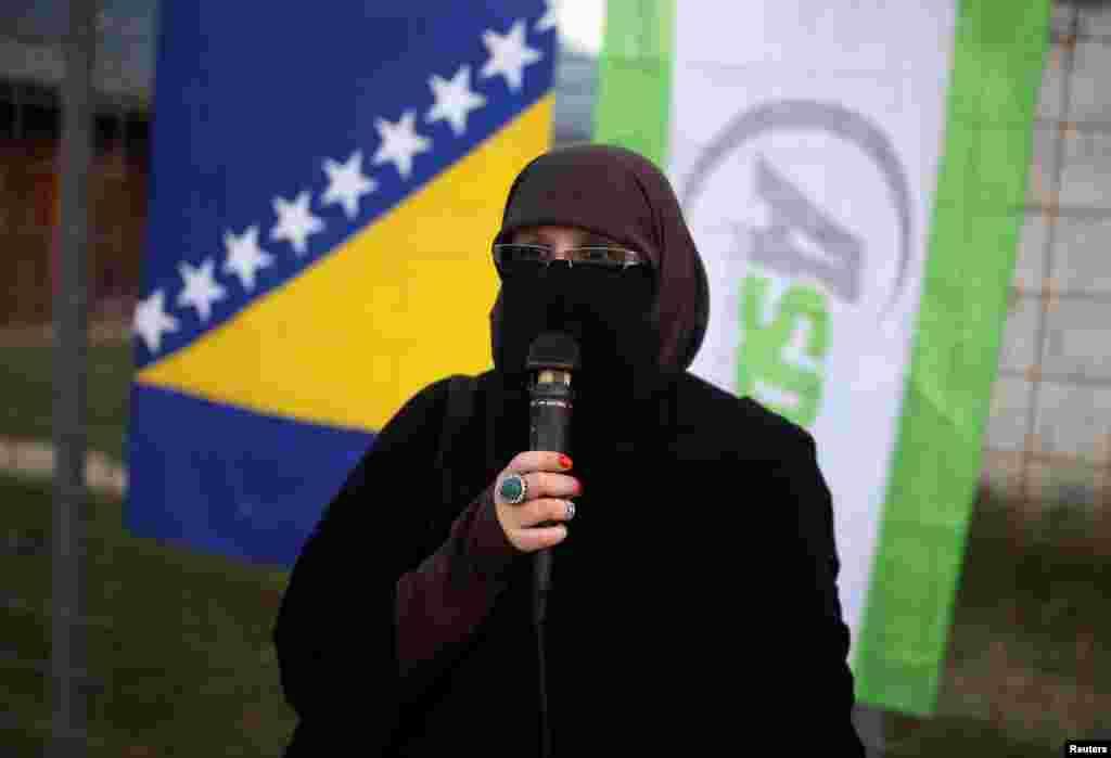 ინდირა სინანოვიჩი, პირველი ბოსნიელი ნიქაბიანი ქალი, რომელიც ადგილობრივ არჩევნებში იღებს მონაწილეობას.