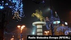 Плоштадот Македонија, украсен за празниците.