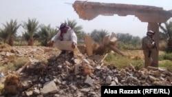 بقايا منزل فجره مسلحو تنظيم القاعدة في منطقة بمحافظة بابل عام 2011