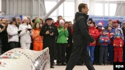 Избранный президент Дмитрий Медведев на открытии санно-бобслейного комплекса «Парамоново» 10 марта 2008 года