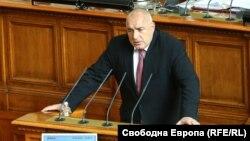 Премиерът Бойко Борисов представя пред парламента предложението на кабинета си за извънредно положение заради коронавируса