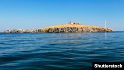 Остров Змеиный – остров в Черном море, который принадлежит Украине и определяет ее территориальные воды