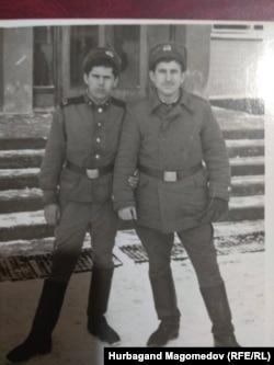 Нурбаганд Магомедов и Абдусамад Мериев во время воинской службы