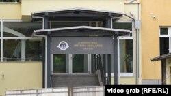 "Ulaz u Osnovnu školu ""Mustafa Busuladžić""."