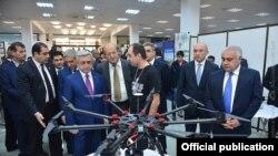 """Президент Армении Серж Саргсян посетил выставку """"Digitec-2016"""", Ереван, 30 сентября 2016 г."""