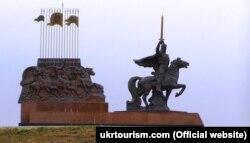 Памятник книзю Игорю Святославовичу мужду Луганском и Станицей Луганской