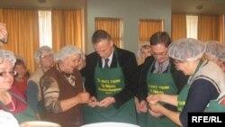 Архивска фотографија. Градоначалникот Марјан Ристески учествува во подготовките.