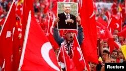 Almaniyanın Köln şəhərində Erdoğanla həmrəylik mitinqi