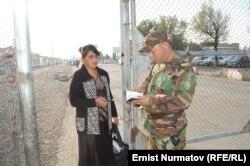 """Пограничный пункт """"Достык"""" на кыргызско-узбекской границе. Ош,26 октября 2011 года."""