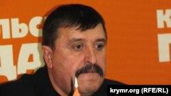 Arhiv fotoresimi: Qırımnıñ baş arbiy komissarı Anatoliy Maloletko