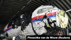 Нідерландські судді оглядають реконструйований літак MH17 напередодні судового розгляду у справі про вбивство – фотогалерея