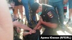 Задержание активиста в Омске 8 августа