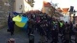 У Празі до дня Оксамитової революції розгорнули прапор України – відео