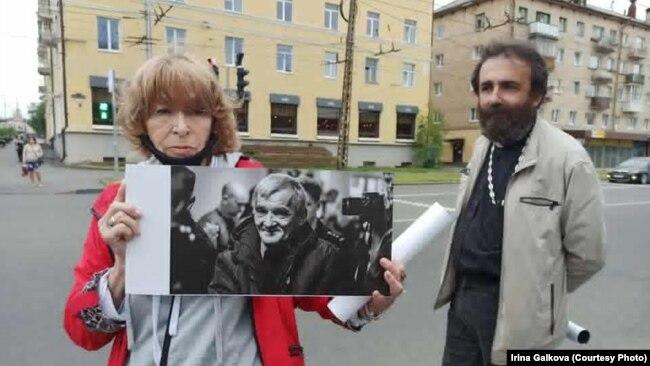 هواداران دمیتریف، همچنان حکم صادره برای او را ناعادلانه میدانند و از آن خشمگینند