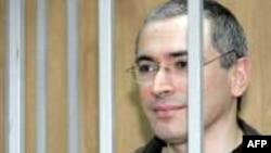 Михаил Ходорковский учредил пожизненную стипендию для 12 русских поэтов.