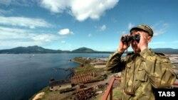 Российский солдат на острове Кунашир