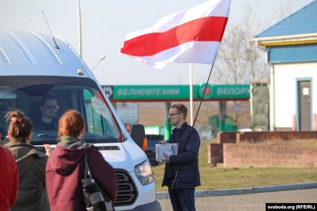 Зьміцер Дашкевіч у Курапатах, на акцыі супраць рэстарацыі «Поедем поедим»