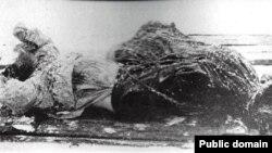 Raspućinovo tijelo nakon što je izvučeno iz hladne rijeke Neve u Sankt Peterburgu, decembar 1916.