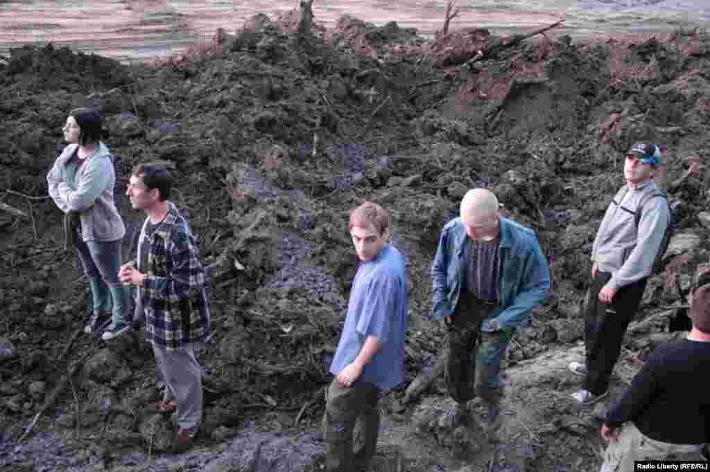 Активисты ищут лесорубов или работающую технику