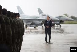 Donald Tusk la baza militară aeriană din Lask