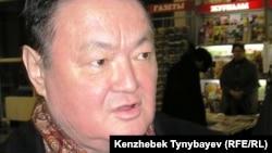 Заманбек Нуркадилов в аэропорту Алматы. 3 февраля 2005 года.