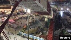 mecca crane falls