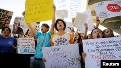 Protestat e nxënësve në Florida për kontroll më të madh të armëve.