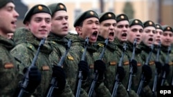 Орусия аскерлери.