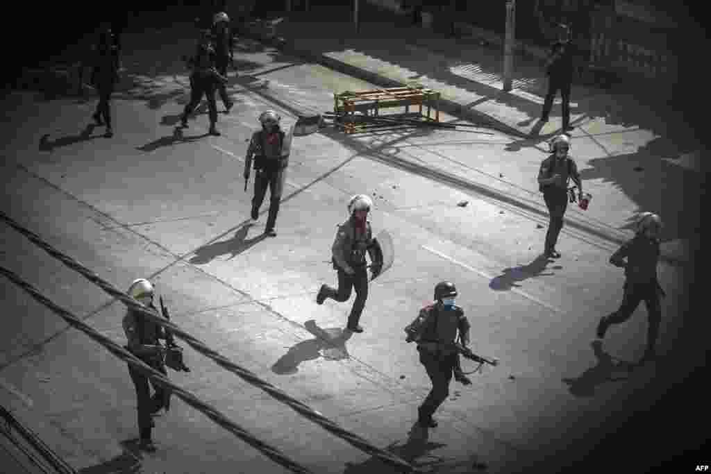 Подконтрольная хунте полиция преследует протестующих