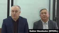 Омурбек Текебаев и Дуйшенкул Чотонов в зале суда.